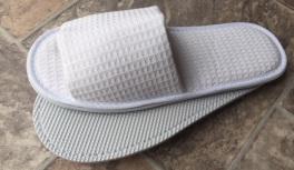 Blue Box GB Standard Closed Toe Nap Slippers
